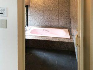 広島市東区温品4丁目の中古住宅の大理石の浴室