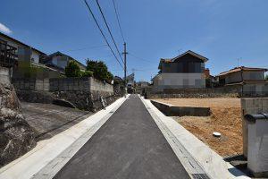広島市安佐南区伴東2丁目の土地の前面道路写真