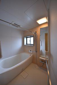 ユニットバス窓と換気乾燥暖房機付