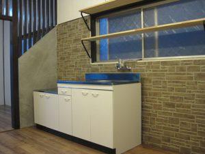 改装後の新品のキッチン