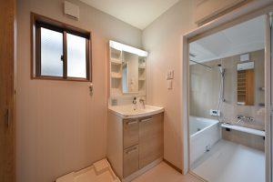 洗面室とユニットバス