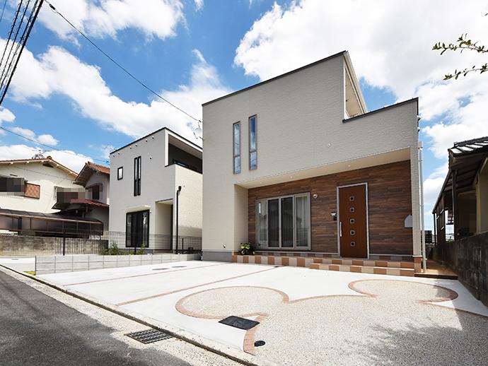 この2区画の土地に建築した注文住宅2棟