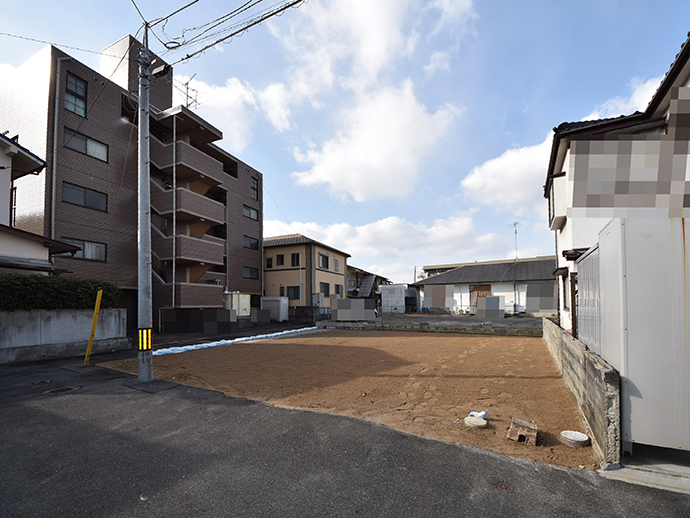 古家解体後の整形角土地の全景写真