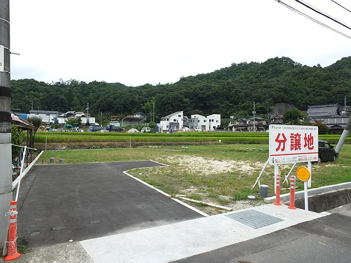 宅地造成完了後の緑が美しい周辺風景