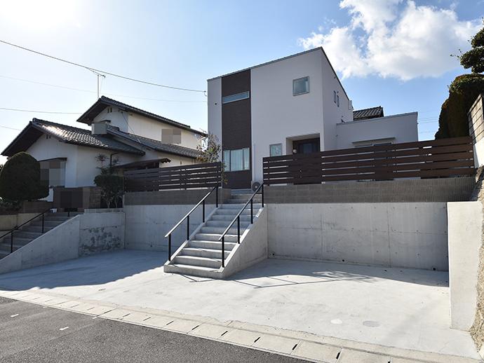 この土地に建築した注文住宅の完成外観写真