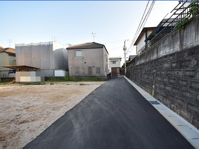 閑静な住宅街で4mの前面道路の写真