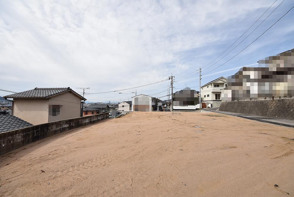 東側から撮影した安芸郡府中町みくまり3丁目買取土地