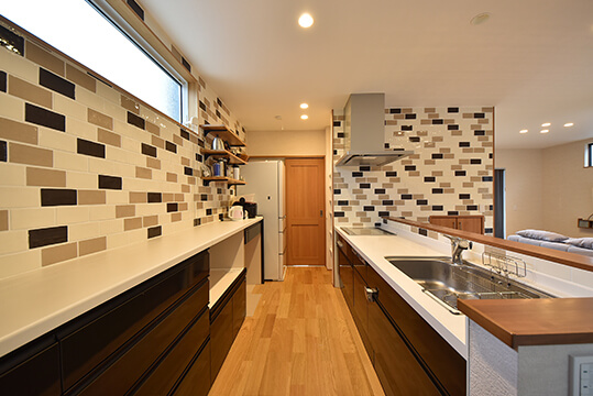 キッチンスペースとカップボード