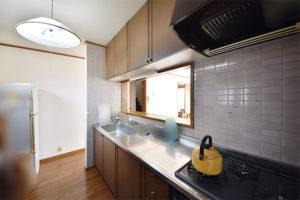 対面システムキッチンの写真